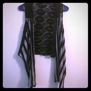 Rue 21 High low flowy overshirt vest